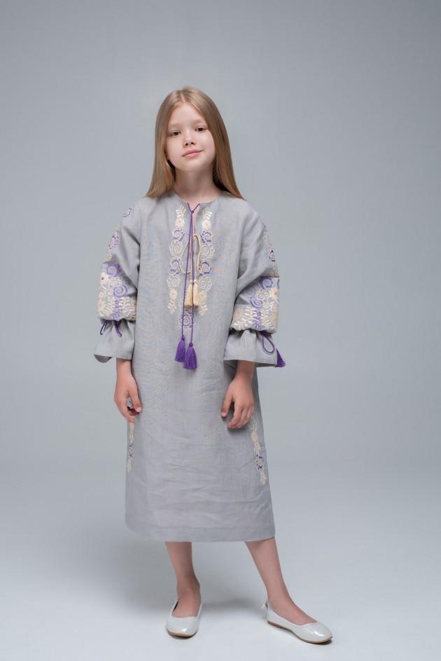 Вышитое платье для девочки Gray1