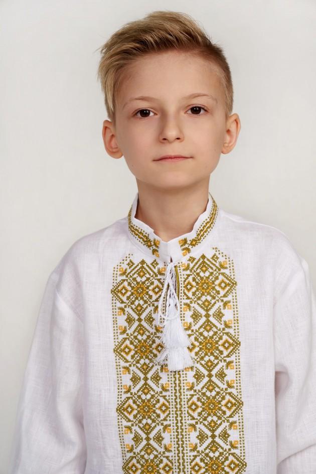 Дитяча вишиванка для хлопчика біла з китицями
