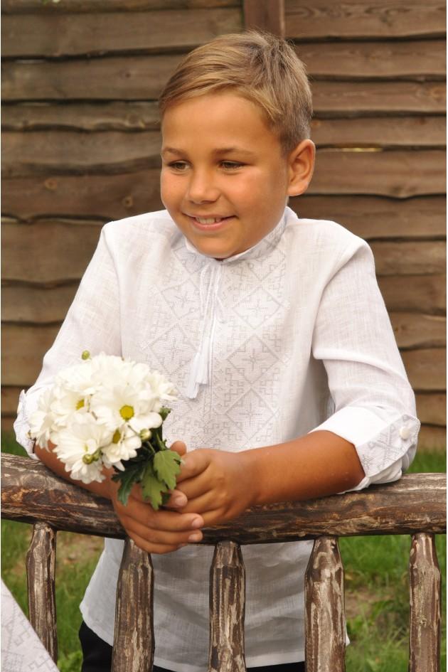 Ніжна вишиванка дитяча для хлопчика