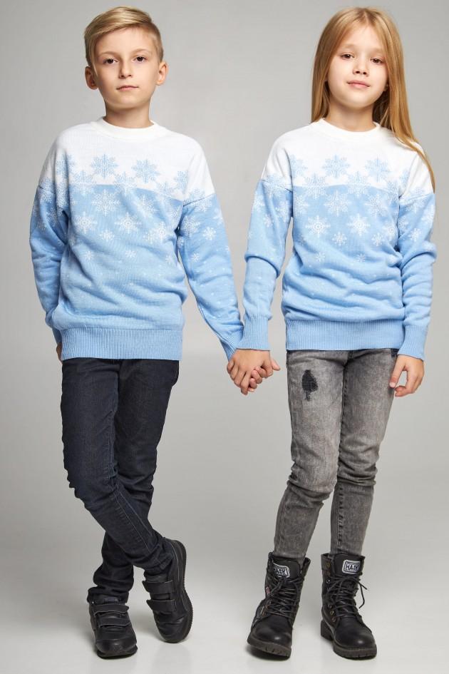 Новорічні в'язані дитячі светри для двох Сніжинки блакитні