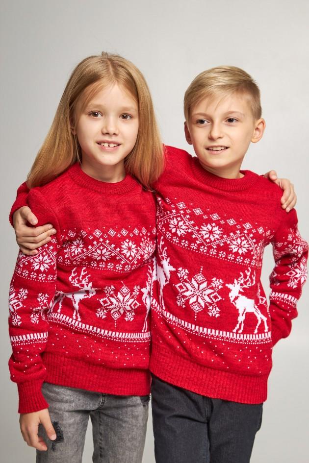 Новорічні в'язані дитячі светри для двох Сніжинки з оленями червоні