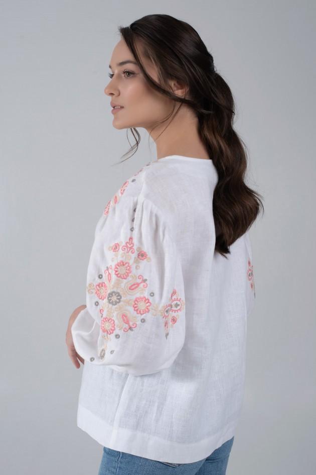 Женская вышитая блуза белая