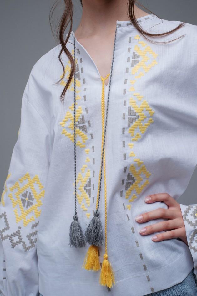 Жіноча вишиванка White