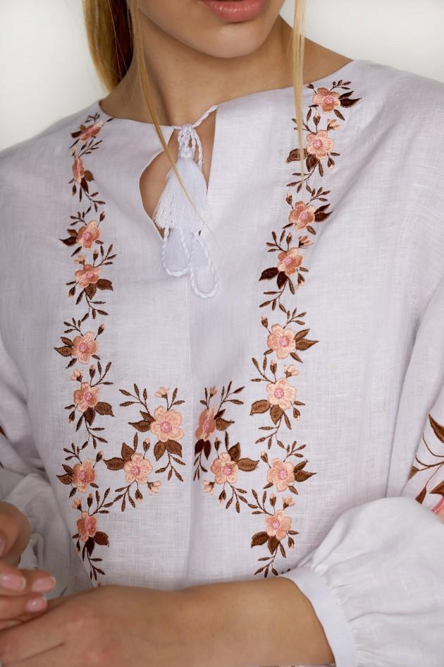 Жіноча біла блуза з аплікацією
