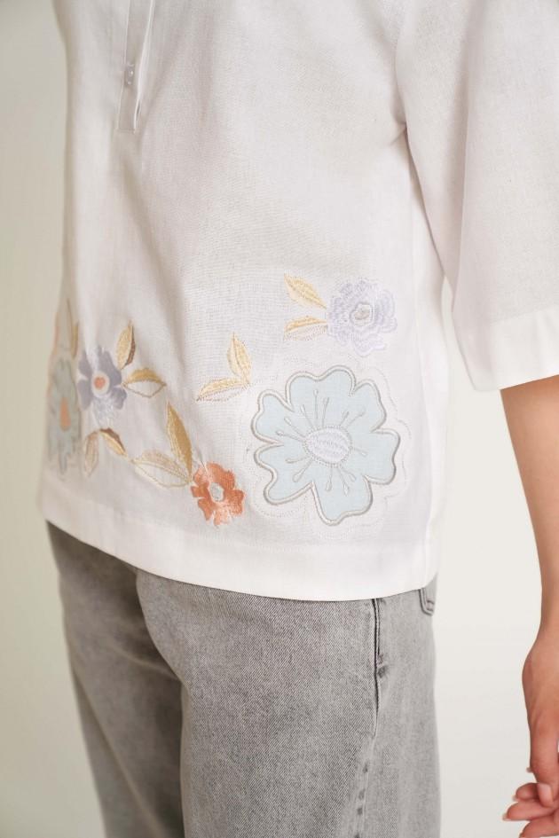 Жіноча блуза з аплікаціями Біла