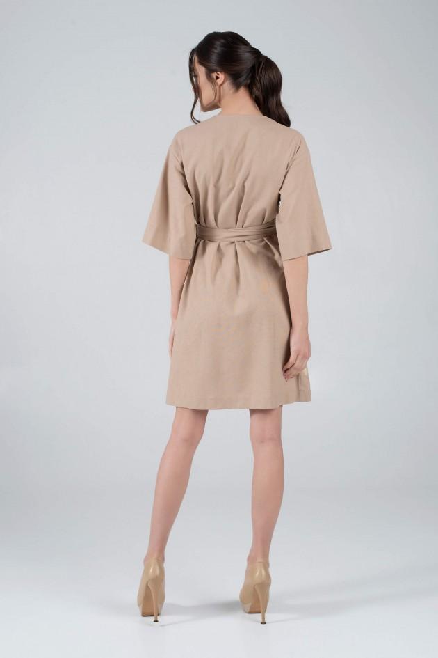 Жіноча вишита сукня з аплікацією